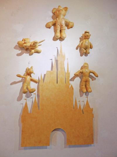 THE YELLOW KID 2014 | Peluches populares, cartón paja, pintura textil, cemento de contacto Dimensiones variables
